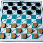Spiel Dame blau-weiß mit Logo