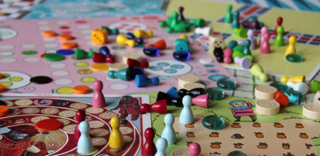 Brettspiel entwickeln: Materialwahl. Kostenfresser und kostengünstige Alternativen