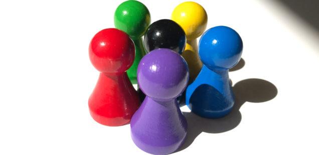 Spielfiguren Holz groß: Halmakegel 25/43 mm, in 6 Farben